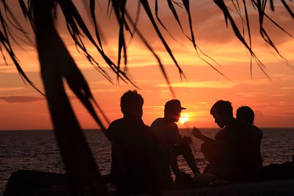 沖縄本島で絶景の夕日を楽しむ!人気の夕日スポット5選!