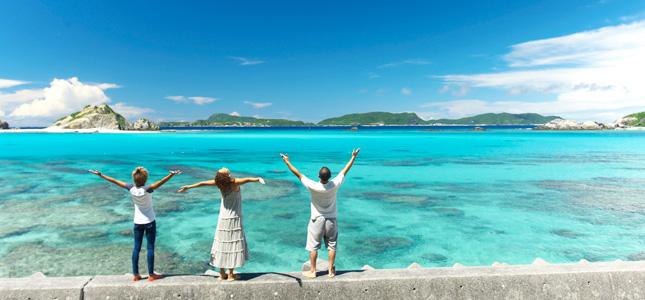 那覇から35分の楽園!美しいサンゴ礁に囲まれた島、渡嘉敷島で何をする?